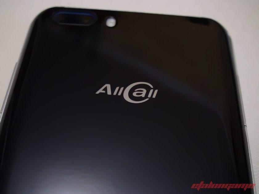 Логотип на крышке смартфона